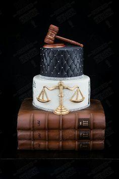 Quand je suis agée, je veux etre une avocate. D'abord je dois aller àl 'université. Aprés, je vais aller à l'école de droit. L'école de droit est un autre quatre ans. Ensuite, je vais chercher un travail à New York City. Je veux avoir ma propre cabinet d'avocats.