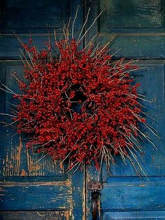 Red berry wreath on old blue door classic Christmas Days. Noel Christmas, Country Christmas, All Things Christmas, Winter Christmas, Xmas, Christmas 2019, Holiday Wreaths, Christmas Decorations, Holiday Decor