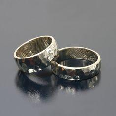 Hammered wedding ring Młotkowane obrączki ślubne białe złoto, brylant Inne Obrączki by Andrzej Bielak