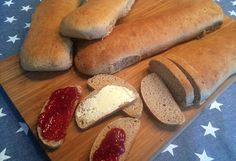 Søte rugbrød Hot Dog Buns, Hot Dogs, Bread, Baking, Food, Bread Making, Meal, Patisserie, Backen