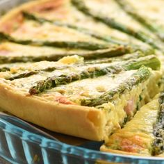 Cheesy Ham Asparagus Quiche is a rich and decadent recipe perfect for a special brunch or dinner A creamy Parmesan layer is topped with an egg and cream custard that is studded with leftover ham and topped with fresh asparagus Asparagus Quiche, Asparagus Bacon, Ham Quiche, Fresh Asparagus, Cheap Clean Eating, Clean Eating Snacks, Quiches, Fresh Ham, Best Asparagus Recipe