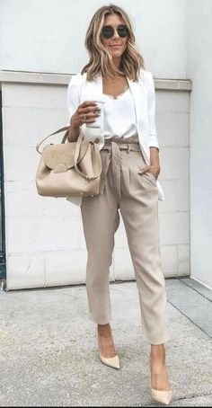 Fabulous Work Outfits Ideas To Wear This Spring For Your Style - A work outfit is usually a uniform. Most companies for some reason would like to require work uniform outfits for their employees to have their own id. Elegant Summer Outfits, Stylish Work Outfits, Stylish Dresses, Summer Business Outfits, Work Casual, Summer Casual Outfits For Women, Summer Chic, Summer Work Outfits Office, Summer Work Fashion