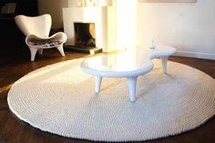 Manchmal braucht ein Raum einfach nur etwas weiße Farbe. Unser handgemachter Shirisha-Filzball-Teppich hat ein makelloses #Erscheinungsbild. Er wirkt beruhigend auf unsere #Kunden. Erfahren Sie mehr zu diesem wunderschönen #Teppich hier: http://www.sukhi.de/rund-shirisha-filzkugelteppiche.html