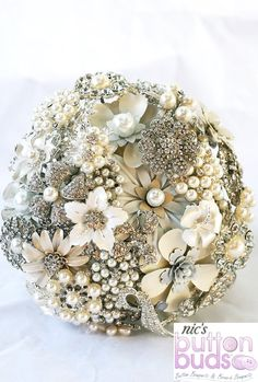 This is the best bridal brooch boquet I have seen yet! Im gonna make one and use this as my model