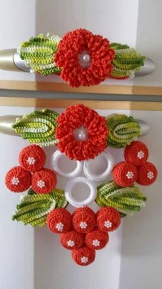 Christmas ornament Crochet Refrigerator Perfect and wonderful, this beautiful work is to give a special highlight to your kitchen. Crochet Kitchen, Crochet Home, Crochet Crafts, Crochet Baby, Crochet Projects, Knit Crochet, Crochet Flower Patterns, Crochet Flowers, Knitting Patterns