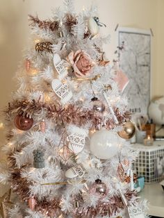 Below are the Pink Christmas Tree Decoration Ideas You Will Totally Love. This article about Pink Christmas Tree Decoration Ideas … Pink Christmas Tree Decorations, Rose Gold Christmas Tree, Christmas Tree Ornaments, Pink Decorations, Christmas Christmas, Christmas Ideas, Xmas, Christmas Mantels, Christmas Villages