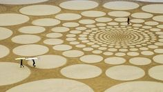 Temporary and sculptural drawings on sand by Jim Denevan.