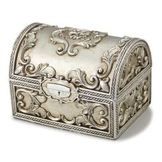 Little Treasure Chest Treasure Chest Craft, Tin Foil Art, Cigar Box Art, Pewter Art, Wrought Iron Decor, Metal Embossing, Decoupage Box, Antique Boxes, Idee Diy