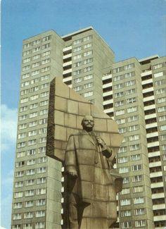 Leninplatz, East Berlin, Germany (removed in 1992). Monument near Dubna