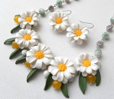 Daisy jewelry Spring jewelry Floral necklace by insoujewelry, $61.00