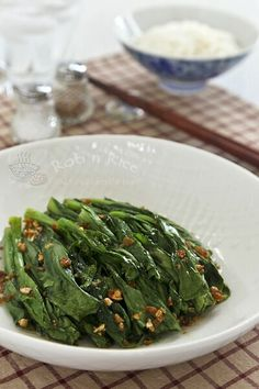 Tender crisp blanched Yu Choy Sum in a simple garlic oil and soy sauce dressing. Just a handful of ingredients and only minutes to prepare. Yummy Vegetable Recipes, Vegan Recipes Easy, Asian Recipes, Cooking Recipes, Vegetable Dish, Chinese Vegetables, Mixed Vegetables, Veggies, Quinoa