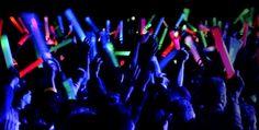 Pour une soirée d'été, organisez des jeux avec nos bracelets lumineux !😀 ✌http://www.braceletphosphorescentfluo.com/bracelets-lumine…/ 🍹🍾🎤🎸✌ #été #fête #braceletlumineux #party