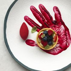 3,776 mentions J'aime, 115 commentaires – Nick (@royalebrat) sur Instagram : « Red velvet mousse & berries tart | มูสเรดเวลเวท กับ เบอรี่ทาร์ท »