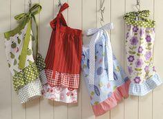 I love these aprons, so nostalgic!