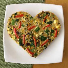 Miren qué rico este 🌿🌿🌿 Corazón de arroz y vegetales 🌿🌿🌿! Se puede usar como guarnición para acompañar alguna carne. Es apto para 🌾 celíacos 🌾! Les dejo la receta. 🔶 Ingredientes: 🔺 1 taza de arroz integral hervido y escurrido 🔺 2 huevos 🔺 2 cdas de queso untable descremado 🔺 2 tazas de vegetales picados o en tiritas (Pueden usar cebolla, morrón, zapallito, berenjena, choclo) 🔺 condimentos 🔶 Procedimiento: 👉 Colocar aceite de oliva en un wok. 👉 Agregar los vegetales, mezclar…