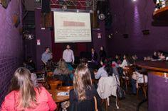 Evento realizado no dia 22 de Agosto de 2013 pela parceria idea - comunicação e marketing e Caminho Zero Serviços Digitais. Com Fabiane Ronsoni em Barba Coworking. Fotos: Michelle Freire Fotografia
