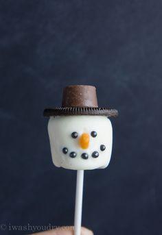 Frosty the Snowman Marshmallow Pops