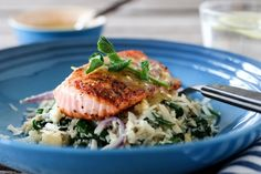 LAKS MED BLOMKÅLRIS OG SENNEPSSAUS | TRINES MATBLOGG Risotto, Food And Drink, Meat, Chicken, Ethnic Recipes, Spinach, Cubs