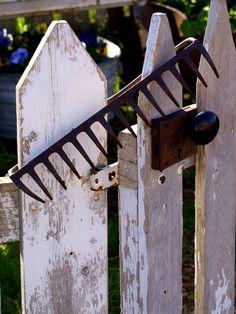 Junk-garden gate keep