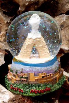 SIERRA NEVADA (GRANADA)  Merci Mario pour cette superbe boule à neige... et l'anecdote car, comme tu me l'as si bien raconté, la petite Vierge à l'Enfant n'est visible qu'en été, étant recouverte de neige le reste du temps..