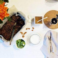 Breakfast.  Latte di riso e caffè #dersut, kiwi, mandorle e brownie al cioccolato fondente, olio d'oliva e pistacchi {senza uova né burro, ma con semi di #salbachiaitalia}. Coffee and rice milk, kiwi, almonds and an extra dark chocolate olive oil and pistachios brownie.  #breakfast #colazione #colazioneitaliana #goodmorning #buongiorno #extradarkchocolate #chocolatebrownie #noeggs #nobutter #nomilk #sogood #sotasty #sodelicious #soulfood #vscocam #vscofood #vscocook #instagood #instafood…