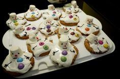 So Cute! I'll be making these today :)  bakeddd:    Melted Snowman Gingerbread I made on Tuesday for a Christmas dinner party. Plenty of royal icing and melted marshmallow heads! :)  (submitted by stealingbones)