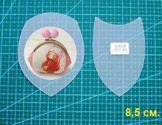 Всем доброго времени суток. В этой теме размещаю фотографии выкроек с образцами готовых сумочек, возможно будет полезен материал. Japanese Patchwork, Frame Purse, Purse Patterns, Small Bags, Free Pattern, Diy And Crafts, Coin Purse, Pouch, Minis