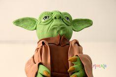 Alistandonos para regresar de Vacaciones con esta espectacular torta de Yoda   #TortaTematica  www.mocka.co  Pedidos: 3006080239   info@mocka.co  #mocka #pasteleria #cakeshop #bakery #pasteleriasbogota #cake #ponque #torta #pastel #ponquetematico #tortainfantil #artenazucar #starwars #yoda #birthday #birthdaycake #ponquecumpleaños #cumpleaños #tortacumpleaños