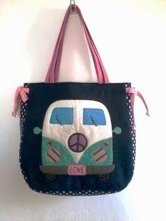 Bolsa Kombi Love encomendas: luluzinhabolsas@gmail.com Almofadas em tecido impermeável