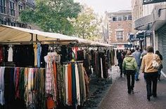 Ons plan is om op verschillende markten deel te nemen. Hier kunnen wij samen met winkeliers hun kleding aanbieden die helaas niet verkocht zijn in het desbetreffende seizoen.