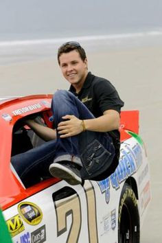 Cute Picture!!! I LOVE TREVOR BAYNE SO MUCH!!!