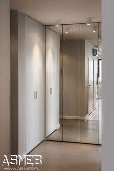 Bedroom Closet Doors, Mirror Closet Doors, Wardrobe Design Bedroom, Home Interior Design, Interior Decorating, Traditional Front Doors, Flur Design, Hall Furniture, Small Apartment Design