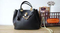Leather Tote Bag - Shoulder Bag - Satchel - Handbag in Classic Black.
