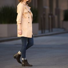 The classic trench coat: the perfect fall staple for the woman on the go. #fallstyle (Shown: Netta Classic Trench Coat)