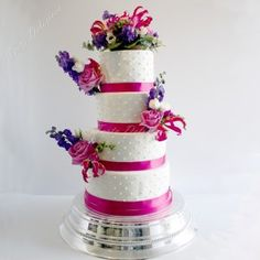 Bruidstaart Icing dots en verse bloemen fuchsia Wedding cake Icing dots real flowers