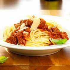 Spaghetti Bolognese, Bologna, Ethnic Recipes, Food, Cooking, Tomato Juice, Ground Meat, Eat Lunch, Fresh