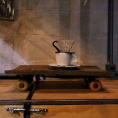 Instagram #skateboarding photo by @lumeniteroi - Estamos abrindo já preparados para o domingo de dia das mães.  Pra quem quiser cafés lanches cervejas especiais e produtos incríveis só chegar.  O restaurante estará aberto a partir das 19h30. E a noite também teremos música na calçada com o grupo Choro Seco.  Horário de funcionamento: ter ::: 9:00-21:00 (exceto restaurante) qua-sáb :::9:00-0:00 dom ::: 12:00-0:00  Foto @primofactory  #lumeniteroi #vemprolume #primofactory #blueberrypiecafe…