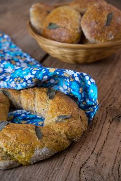 Frango do Campo: Pão integral de salva e tomilho