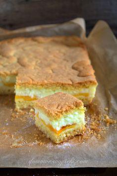 ciasto_z_budyniem_kokosem_i_brzoskwiniami Polish Desserts, Polish Recipes, Sweet Recipes, Cake Recipes, Dessert Recipes, Holiday Desserts, No Bake Desserts, Sweets Cake, Cupcake Cakes