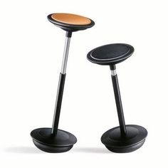 The Stitz work stool by Wilkhahn does not fit easily into any category. Its a work stool, yes, but it has a pneumatic lift like a task chair. Modern Desk Chair, Modern Dining Chairs, Modern Furniture, Furniture Design, Office Furniture, Standing Chair, Portable Stool, Saddle Chair, Modern Counter Stools