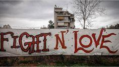 «Μία Στέγη για τη Σχεδία», φωτογραφική έκθεση των πωλητών της Σχεδίας - http://ipop.gr/themata/vgainw/mia-stegi-gia-ti-schedia-fotografiki-ekthesi-ton-politon-tis-schedias/