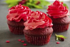 Groupon - Cupcakes: Box of 12 or 24 from A Sweet Dream Off) in Whittlesey. Cupcakes, Cupcake Cakes, Red Velvet Cake Icing, How To Make Icing, Food Wallpaper, Chocolate Cups, Icing Recipe, Buttercream Frosting, Yummy Snacks