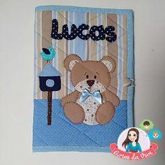 Feito com tecido 100% algodão, com manta para estruturar,.  Personalizado com tema e nome do bebê.  Informar o tema escolhido na hora da compra
