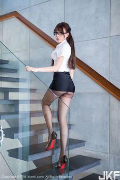 Black hair asia model attrative shape with curvy ass - Chân dài tới nách Beautiful Asian Women, Beautiful Legs, Cute Asian Girls, Pantyhosed Legs, Non Blondes, Sexy Stockings, Sensual, Asian Fashion, Costume Ideas