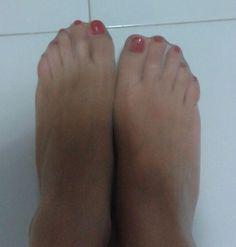 Margot ha 37 anni e porta il 36 di piede. Raffinata, elegante, sensuale. Le piacciono le scarpe di classe e le unghie colorate. Porta spesso la cavigliera.  Nella sua raccolta di 10 foto troverai la sua cavigliera, i suoi piedi nelle #calzedinilon, le sue scarpe rosse, blu e beige, i …http://ipiedipiubellidelmondo.com/i-piedi-margot/
