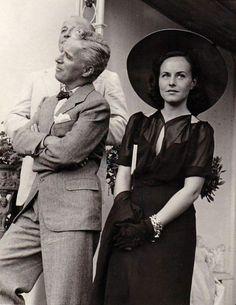 Charlie Chaplin & Paulette Goddard, 1936. source: chaplin-images-videos.tumblr.com