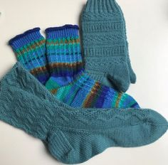 One Color, Colour, Knitting Socks, Gloves, Awesome Socks, Buffet, Hot, Fashion, Tricot