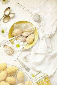 Lemon Madeleines baked in spoons | Kanela y Limón