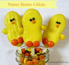 Nutter Butter Chicks These little chicks are easy enough for children to make. The stick makes a great handle for easy dipping. The post Nutter Butter Chicks was featured on Fun Family Crafts. Hoppy Easter, Easter Bunny, Easter Eggs, Bunny Bunny, Holiday Treats, Holiday Fun, Holiday Foods, Holiday Desserts, Holiday Baking