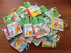 """Traktatie: trakteren op uitdeelboekjes van dikkie dik  www.willemam.nl/webshop Boekenleggers gemaakt met: """"Luuk gaat naar school. Op de basisschool moet ik wezen, daar ga ik leren schrijven en lezen."""""""